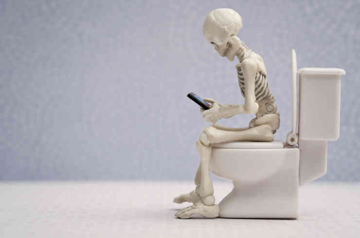 Skeleton and his smartphone